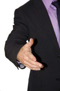hombre de negocios saludando